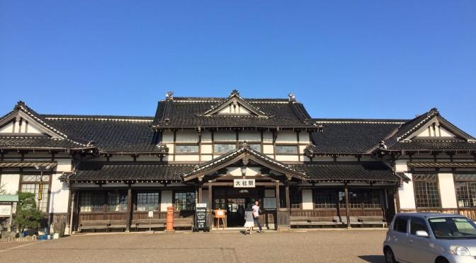 レトロぽさと木造の温かさがいい、旧大社駅。
