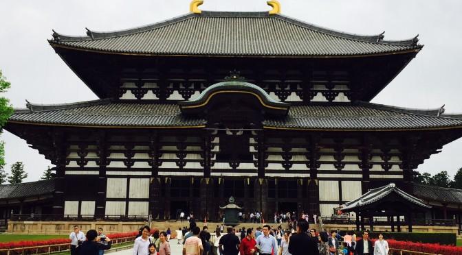迫力いっぱいの東大寺大仏どうしてこんなでかいもの作ったのだろう?   東大寺